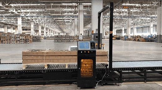 Plug and go dynamic dimensioning of pallets - nothing else needed! The Resolution 8 volumetric weight dimensioner.